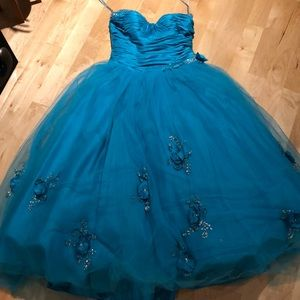 Dresses & Skirts - Turquoise ballgown prom dress